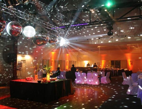 15 ideas para decorar un sal n para fiesta de 15 todo - Decorar salones grandes ...