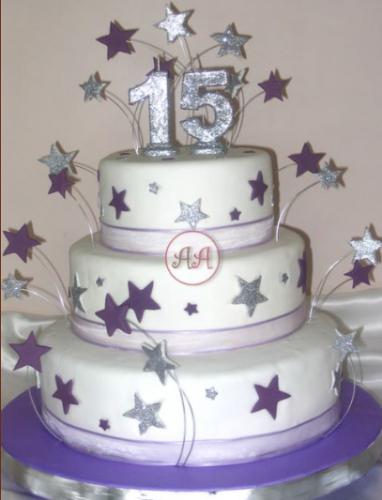 13 Hermosos pasteles para fiestas de 15 años (1)