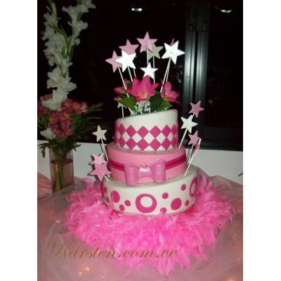 13 Hermosos pasteles para fiestas de 15 años (10)
