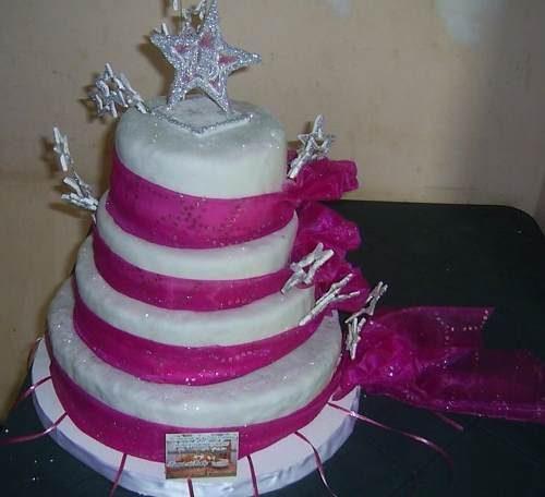 13 Hermosos pasteles para fiestas de 15 años (4)
