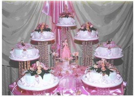 13 Hermosos pasteles para fiestas de 15 años (6)