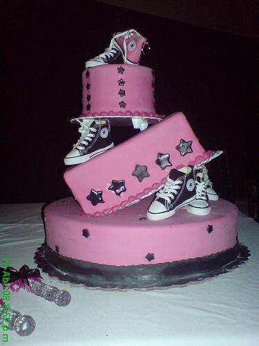 10 pasteles decorados para quince a os todo para la for Decoracion de unas converse
